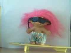 troll fille surf.JPG