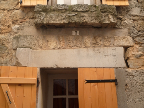 P1050980 HAUT FENETTRE RECUPEREE SITE ARCHEOLOGIQUE 19 01 17  (2448 x 1836).jpg
