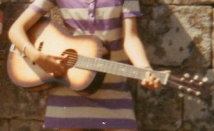 1970 JUILLET MA 1ERE GUITARE.jpg
