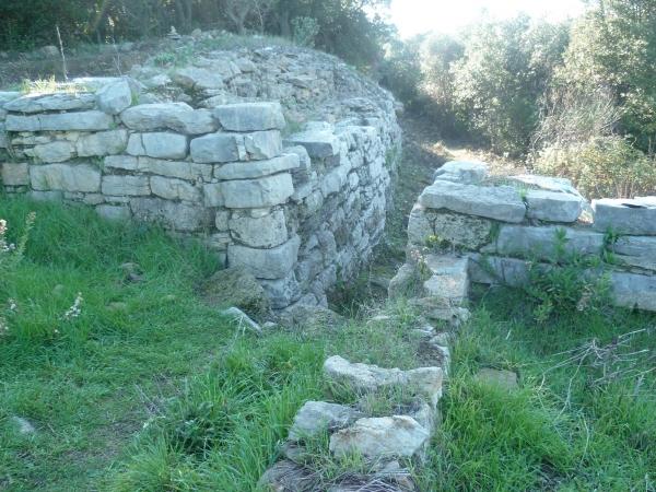 P1090092 mur habitat fouilles 301120.JPG